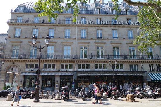 Hotel du Louvre: Hotel Exterior