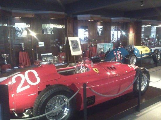 """Juan Manuel Fangio""""s Museum: Maquinas"""