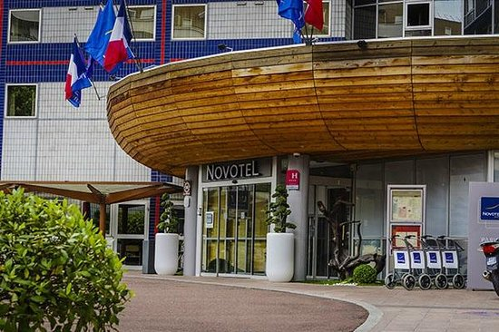 Novotel Paris Centre Bercy: Front Entrance