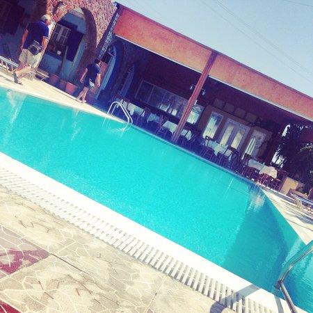 Dimitris Villas: Pool side