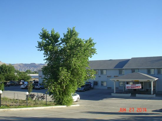 Americas Best Value Inn Green River: A frontal view of the Inn