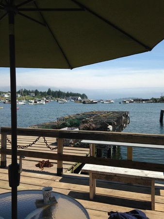 Corea, ME: View of the bay from the restaurant ourdoor eating area