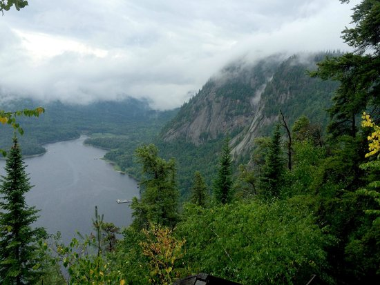 Auberge de la Riviere Saguenay : Hiking at the Nat'l Park
