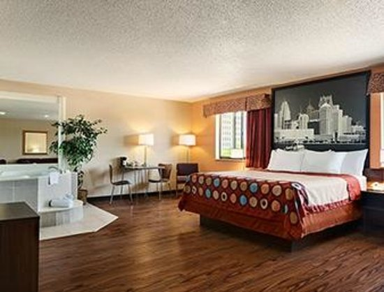 Super 8 Taylor/Detroit Area: King Room with Jacuzzi