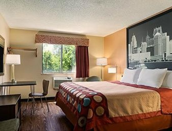 Super 8 Taylor/Detroit Area: King Bed Room