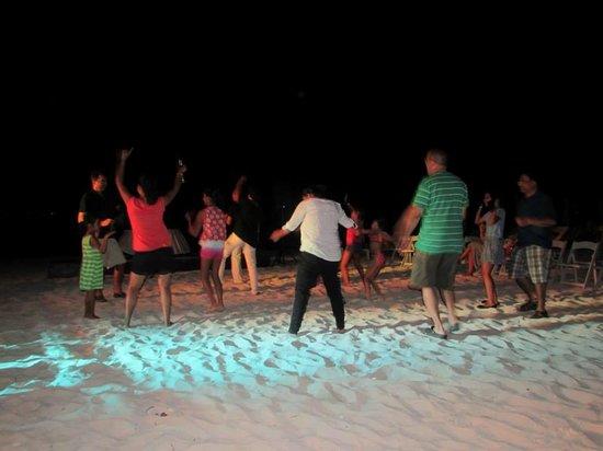 Villa del Palmar Cancun Beach Resort & Spa: Beach night dance party!