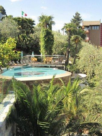 Belfiore Park Hotel: Pool area