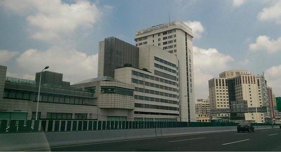 Baolong Hotel Shanghai: Boalong Hotel as seen from the Yixian road.