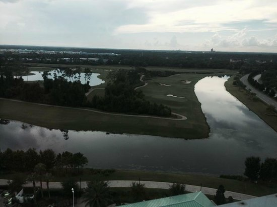 Hilton Orlando Bonnet Creek: View out of the window, overlooking golf course