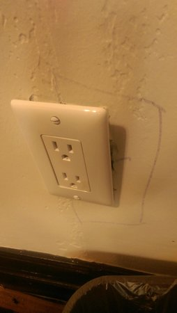 Adante Hotel: Electrical outlets not attached to the wall.