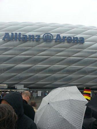 Allianz Arena: einer der vielen Eingänge