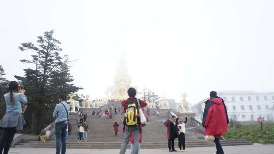 Mount Emei (Emeishan): golden summit