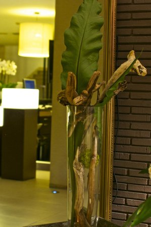 Barcelo Costa Vasca: Artistic arrangement in lobby area