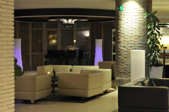 Barcelo Costa Vasca : Seating Area in lobby