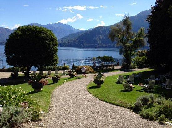 San Giorgio Hotel: The rolling gardens to lake side.