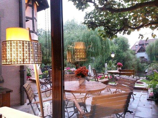 Vue sur le jardin sous la pluie bild von l 39 auberge de l for Auberge le jardin