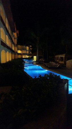 Hotel Majestic Colonial Punta Cana : Pool @ night