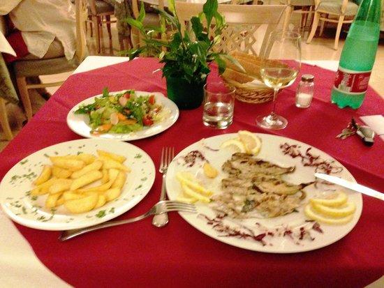 La Pergola Hotel: das zaubert alles die Mama..Papa + Sohn serviert und räumt ab