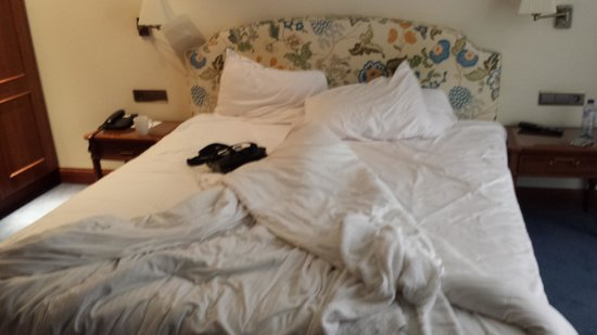 Marivaux Hotel: The bed was huge and comfortable