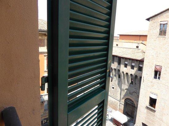 Art Hotel Orologio : Pretty shuttered window
