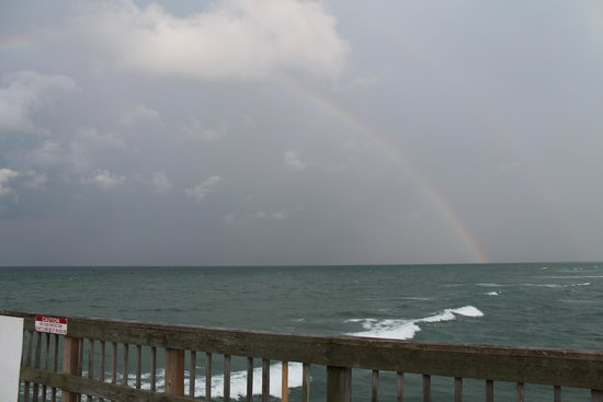 Beach Quarters Resort: Rainbow from the pier next door to the hotel.