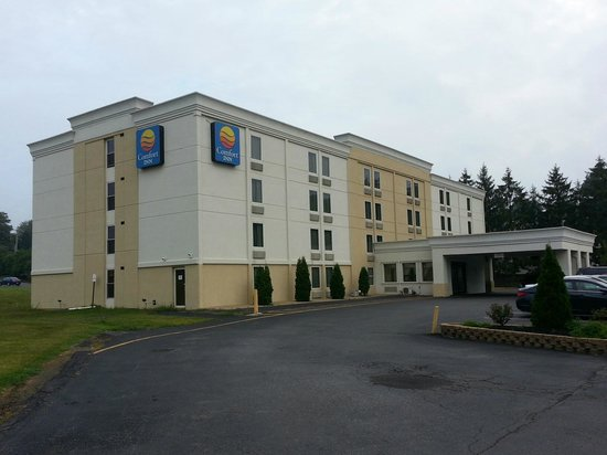Quality Inn: Exterior of the Hotel & Grounds
