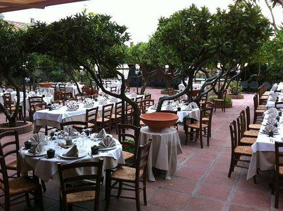 giardino esterno ristorante il giardino foto di il On giardino ristorante