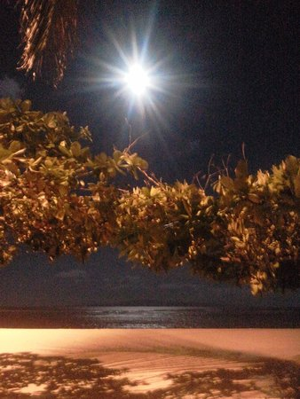 Inna Grand Bali Beach Hotel: The calm sea at night