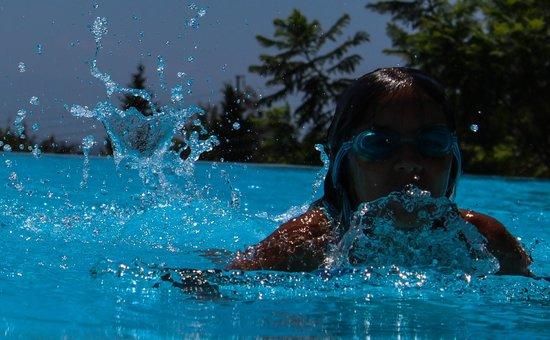 Temenos Luxury Suites Hotel & Spa: A good swimmer