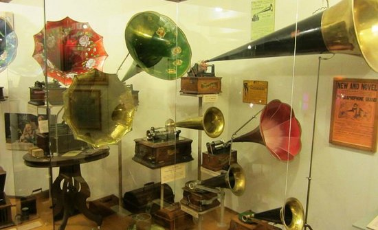 Music House Museum: Early Phonographs