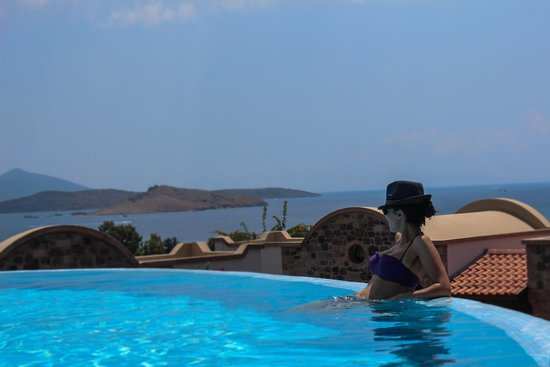 Temenos Luxury Suites Hotel & Spa: A guest at pool