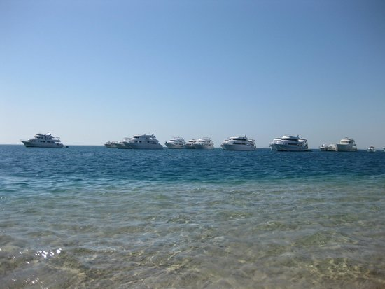 Siva Grand Beach Hotel : Корабли