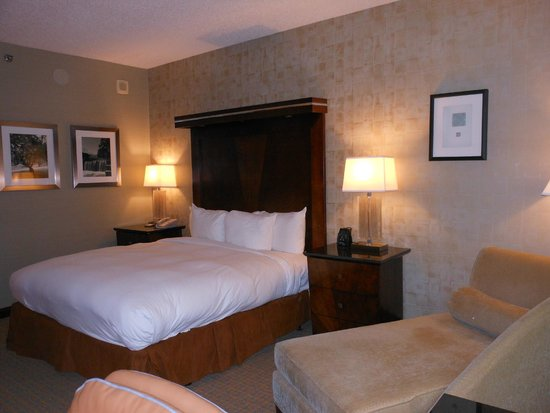 Hilton Boston / Woburn: Standard King Room