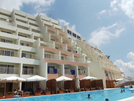 Sunshine Corfu Hotel & Spa: Vue sur les chambres batiment principal