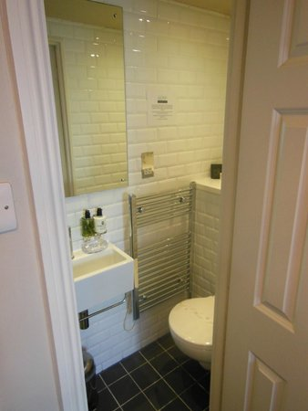 Kemp Townhouse: little but cosy bathroom