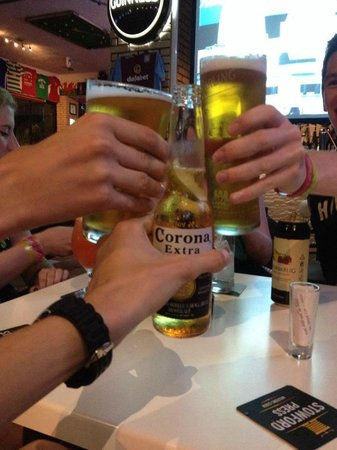 Glory Days Sports Bar and Grill : Cheers!