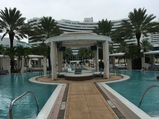 Fontainebleau Miami Beach : One of the many cabana's available