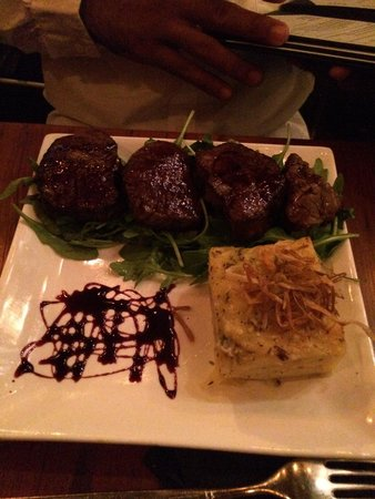 Ayza Wine & Chocolate Bar: Filet mignon