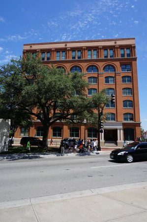 The Sixth Floor Museum/Texas School Book Depository: View from outside.