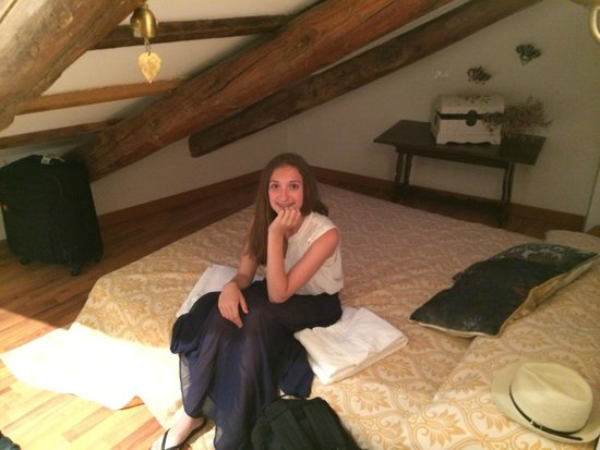 Residenza de l'Osmarin: Great 2nd room upstairs for our girls!