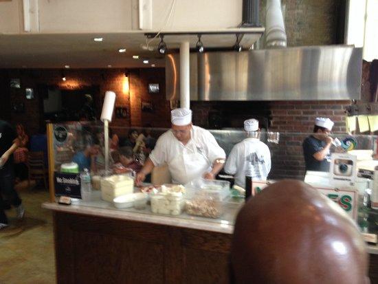 Grimaldi's Pizzeria: Busy bees!!!