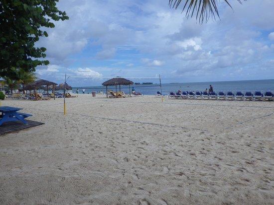 Breezes Resort & Spa Bahamas : Breezes Resort Beach view
