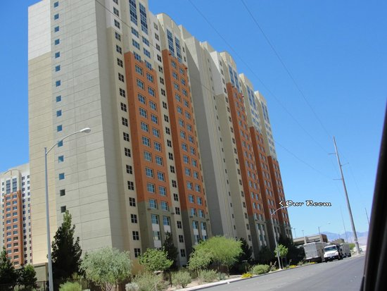 The Grandview at Las Vegas: Rear of the Daisy Building