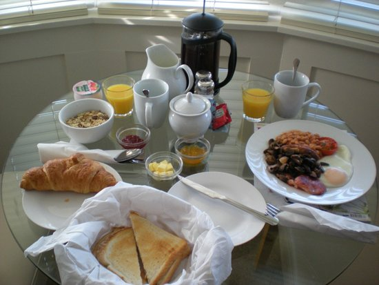 The Bath House: Breakfast in the room