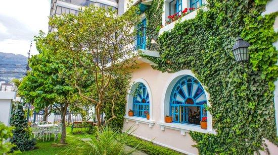 Vieja Cuba: Hotel Front