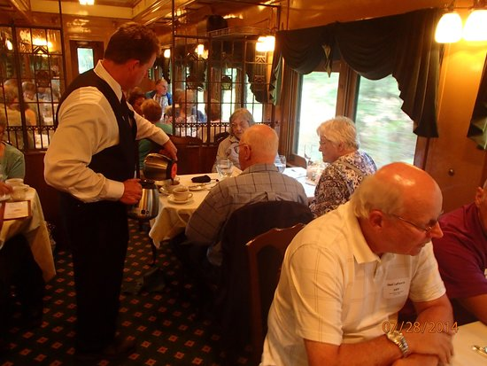 Essex Steam Train and Riverboat : dinner in the diner