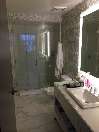 The Silversmith Hotel: Bathroom