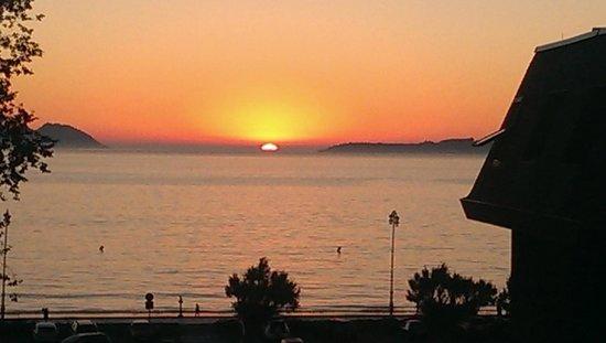 Hotel Playa de Vigo: Anochecer en Hotel Playa Vigo