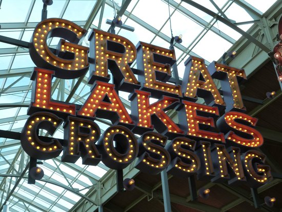 Great Lakes Crossing Outlets: neon sign at carousel