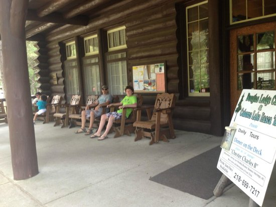 Itasca State Park : Outside The Douglas Lodge